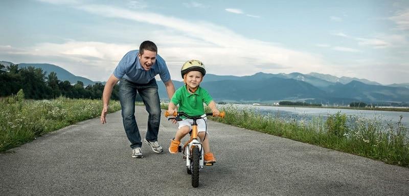 Apprendre le vélo à son enfant : les différentes étapes de l'apprentissage